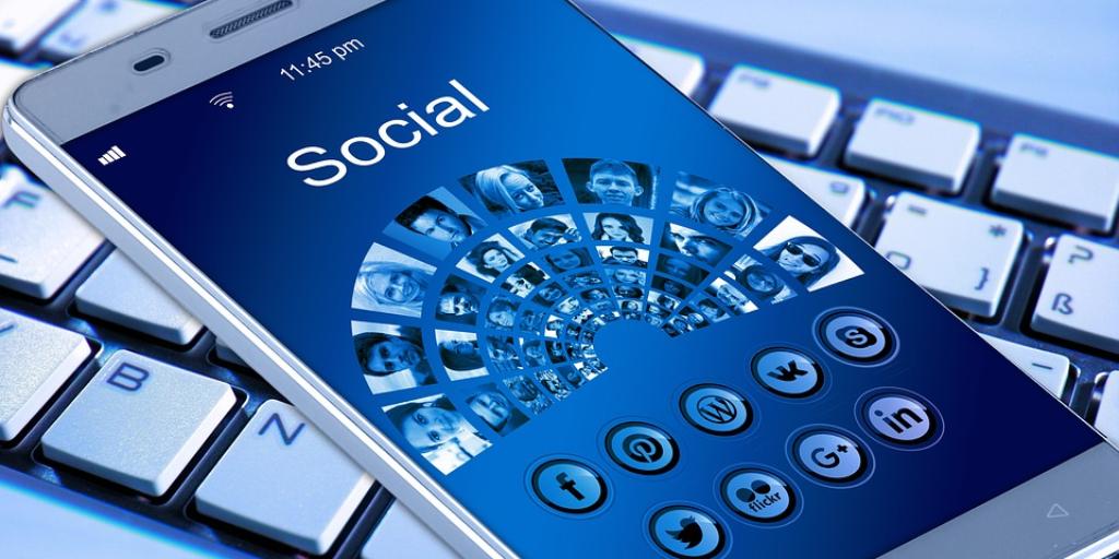 social media is not social anymore